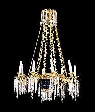 Lámpara de techo probablemente francesa en vidrio doblado en azul cobalto y tallado, lágrimas en cristal tallado y bronce dorado, de...