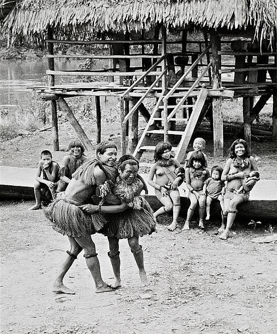 Kurt Severin 1896 - 1970 Perú, poblado Yagua, 1950-1960 Gelatina de plata, 23 x 19 cm, sello húmedo del fotógrafo, tiraje de época