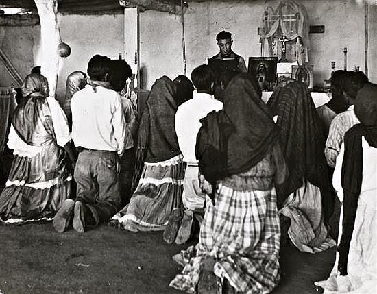 Kurt Severin 1896 - 1970 Méjico, una boda en Yaguy, Sonora, 1950-1960 Gelatina de plata,19 x 24cm, sello húmedo del fotógrafo, tiraj...