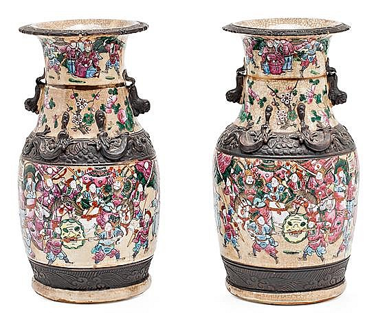 A pair of Nankin porcelain Chinese vases, from the 19th century, Stamp on the base, 34 cm high