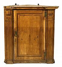 Charles IV corner cupboard in carved pine, late 18th Century Subsequent transformations  93x86x45 cm