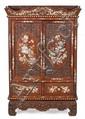 Entredós chino en madera tallada con incrustaciones en nácar, de finales del siglo XIX