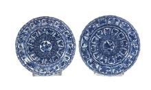 Pareja de platos chinos Kangxi en porcelana, de finales del siglo XVII-principios del siglo XVIII