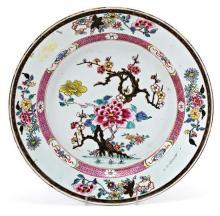Plato chino en porcelana de Compañia de Indias, del siglo XVIII