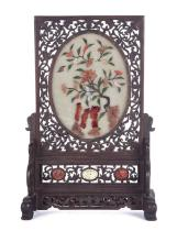 Plafón de sobremesa chino en jade y piedras duras, de finales del siglo XIX-principios del siglo XX