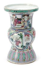 Chinese Famille Rose porcelain vase, first third of the 20th Century