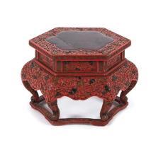 Peana china en madera lacada, de finales del siglo XIX