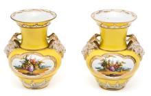 Pareja de jarrones alemanes en porcelana de Berlín, del siglo XIX