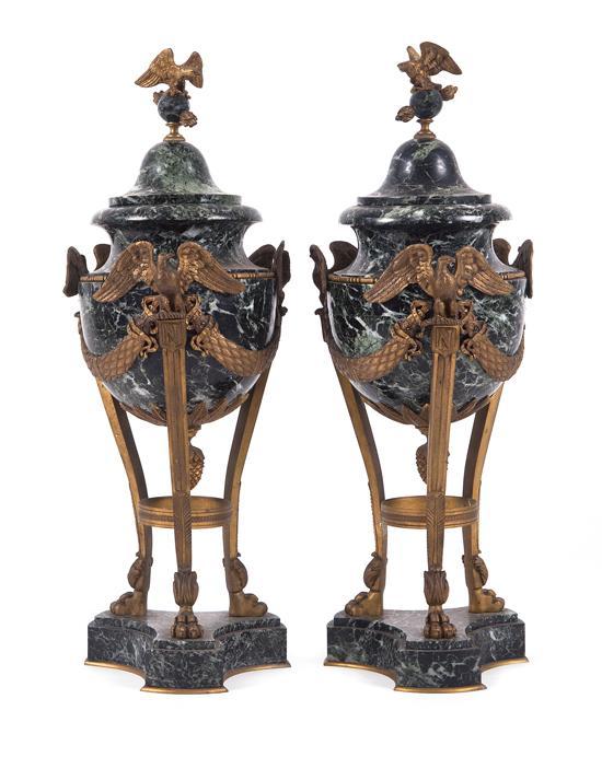 Pareja de copas ornamentales estilo napole n iii en m rmol n for Marmol negro veteado
