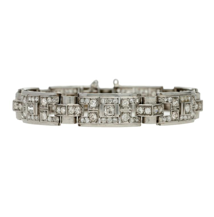 Art Déco French braclet, circa 1925 Platinum and old brilliant and 8/8 cut diamonds, 4.50 cts. White gold clasp. With hallmark. 18 cm 24,2 gr