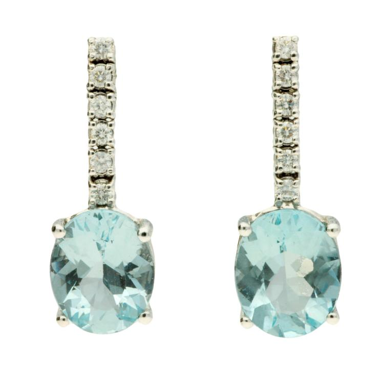 Aquamarines and diamonds earrings White gold, oval cut aquamarines, 4.60 cts and brilliant cut diamonds, 0.21 cts. 2,2 cm 4,9 gr