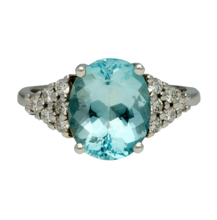 Aquamarine and diamonds ring White gold, oval cut aquamarine, 3.10 cts and brilliant cut diamonds, 0.30 cts. 5,3 gr