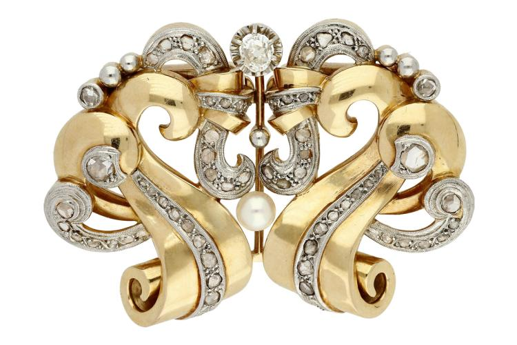 Double-clip brooch in gold and diamonds, circa 1940 Gold with platinum views, old oval and rose cut diamonds, 1.97 cts and cultured pearl of 4.5-5 mm diam. Detachable. 3,7 cmx5 cm 34,5 gr
