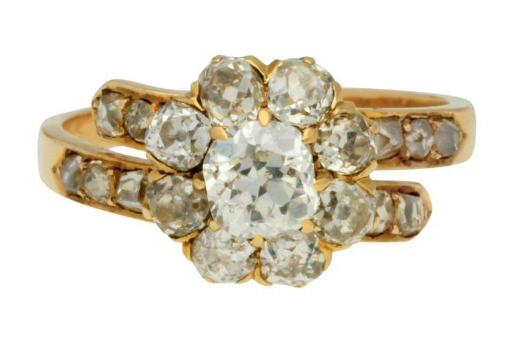 Diamonds rosette ring, circa 1900 Rose gold and old brilliant cut diamonds, 1.69 cts. 5,1 gr