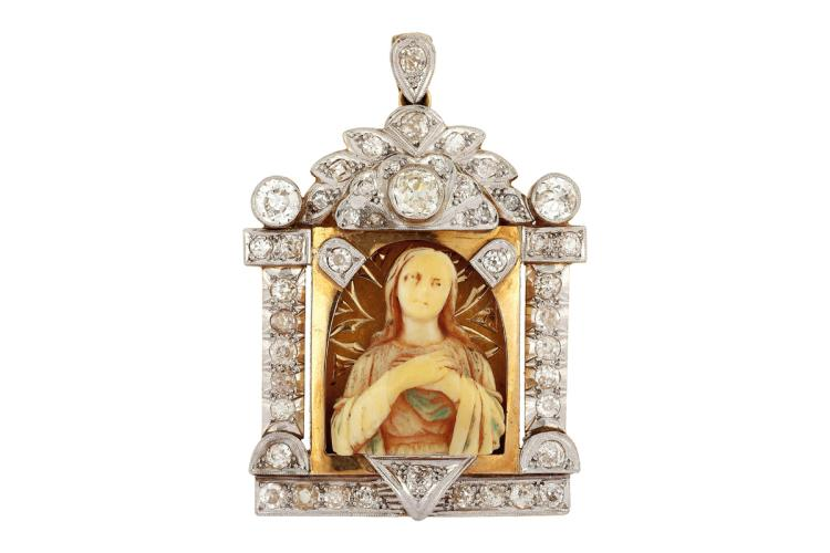 Diamonds devotional medal, circa 1940 Gold with platinum views, old brilliant cut diamonds, 2.75 cts, and ivorine central medallion with the representations of Madonna. 4,9 cmx3,4 cm 22,2 gr