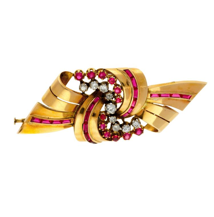 Bow-shaped brooch, circa 1940 Gold, old brilliant cut diamonds, 0.90 cts and round and baguette cut synthetic rubies. 3 cmx7,7 gr 19 gr