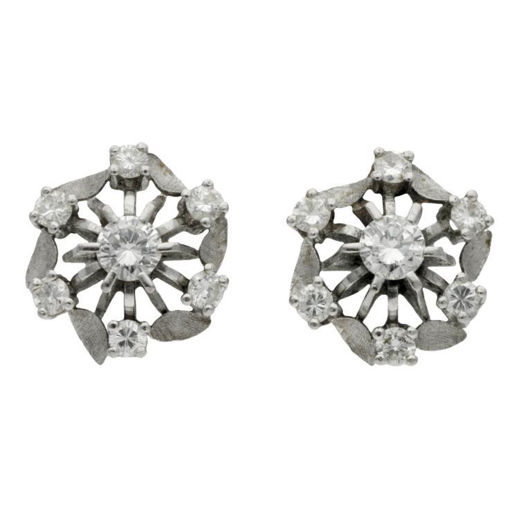 Diamonds rosette earrings, circa 1950 White gold and brilliant cut diamonds, 1.56 cts. 1,5 cm 8,5 gr