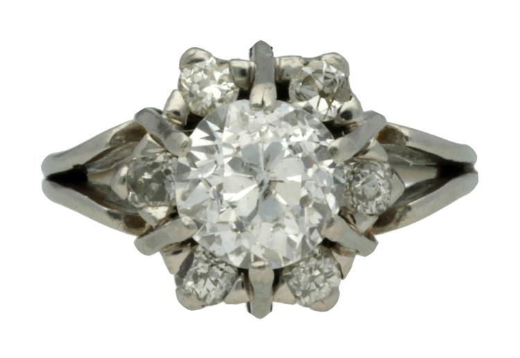 Diamonds rosette ring, circa 1950  Platinum, old brilliant cut central diamond, approx. 1.95 cts, approx. F-G colour and approx. Piqué purity, and the rest of diamonds in old brilliant cut, 0.46 cts. 8.4gr