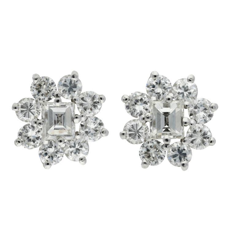 Diamonds rosette earrings White gold and rectangular and brilliant cut diamonds, 1.88 cts. 1,1 cm 5,2 gr