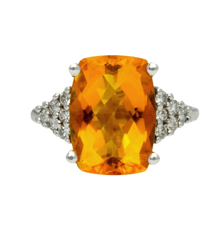 Citrine and diamonds ring White gold, fantasy cushion cut citrine quartz, 6 cts and brilliant cut diamonds, 0.28 cts. 6,4 gr