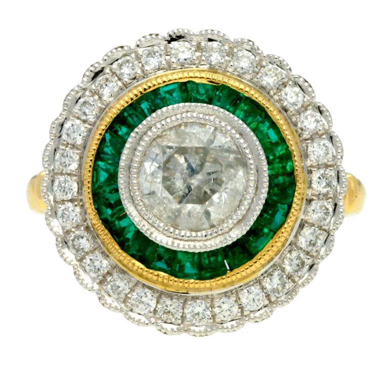 Art Déco style rosette ring Gold with platinum views, brilliant cut diamonds, 1,.9 cts and carrée cut emeralds, 0.62 cts. 7,8 gr