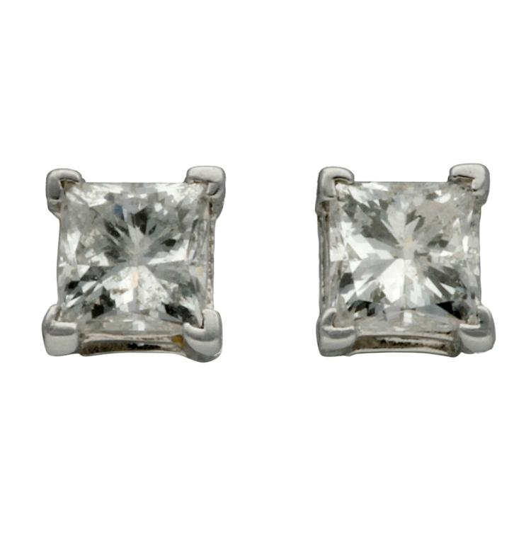 Diamonds stud earrings White gold and princess cut diamonds, 0.30 cts. 0,3 cm Certificate included. 0,8 gr