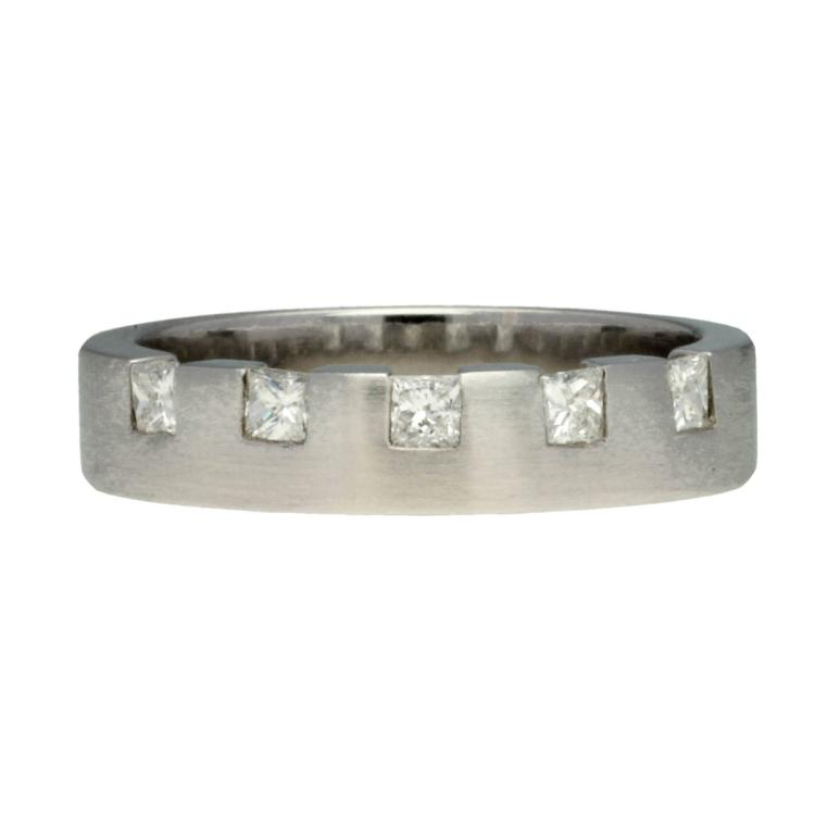 Diamonds ring White gold and princess cut diamonds, 0.30 cts. 6,3 gr