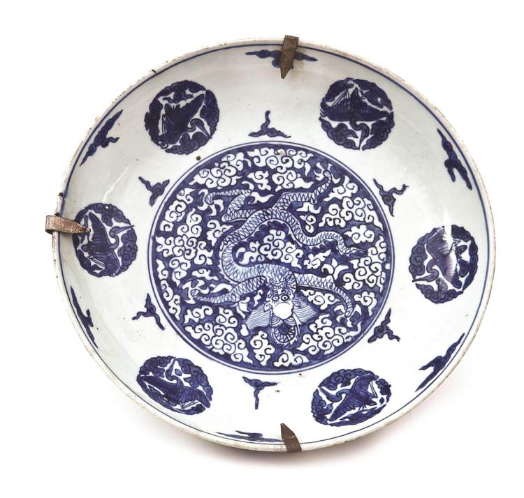 Chinese porcelain dish, early 18th Century 7x35,5 cm