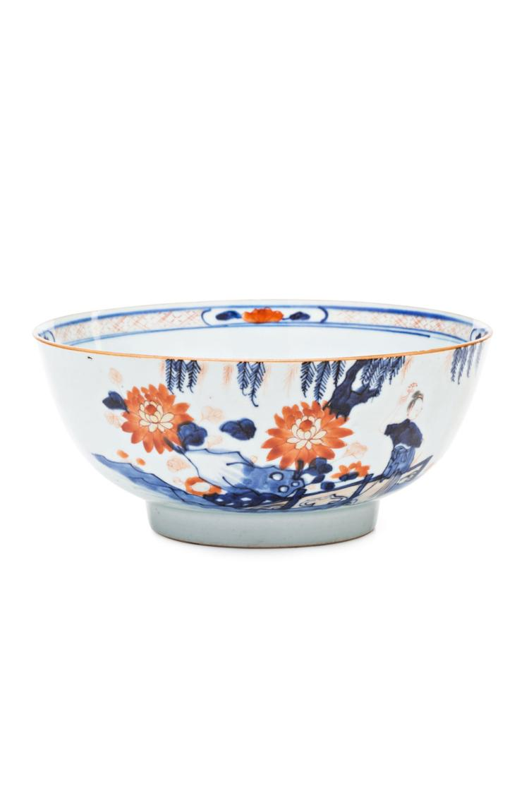 Chinese Kangxi bowl in Imari style porcelain, late 17th Century - early 18th Century Hair-line fissure 8,7x20x20 cm