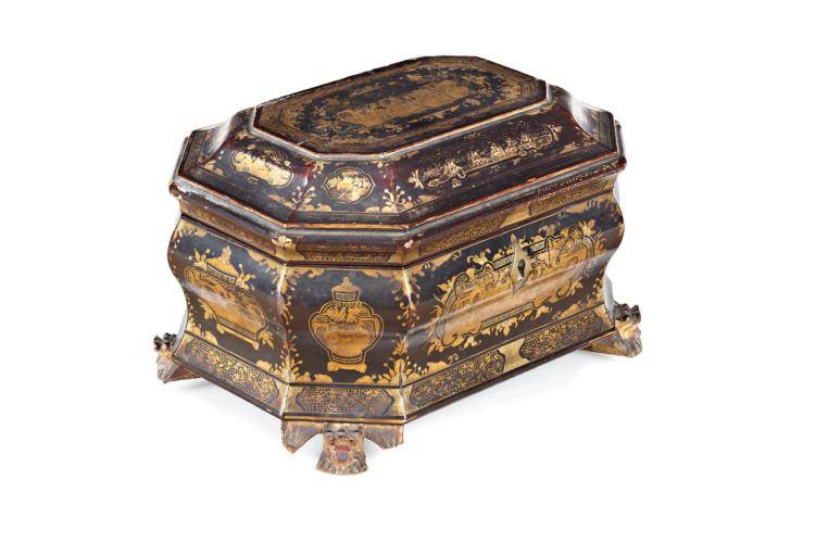 Chinese tea box in lacquered and gilt wood, with engraved tin pots, early 19th Century 13x21x15,5 cm