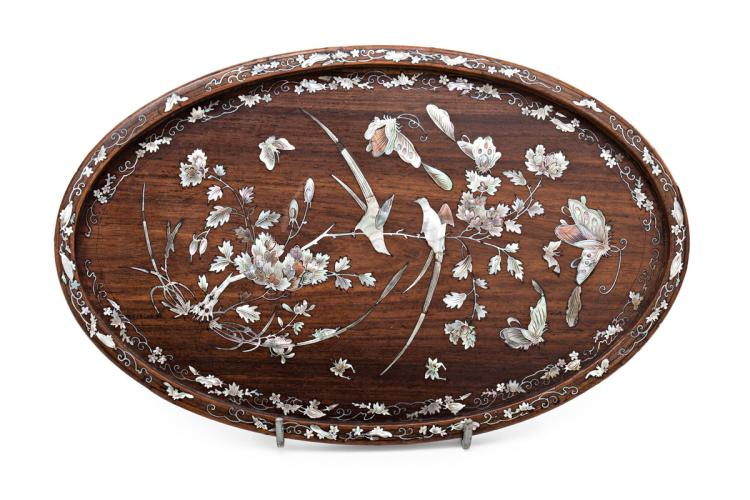 Chinese wood tray with Tonkin mother-of-pearl marquetry, first third of the 20th Century 21,2x33,7 cm