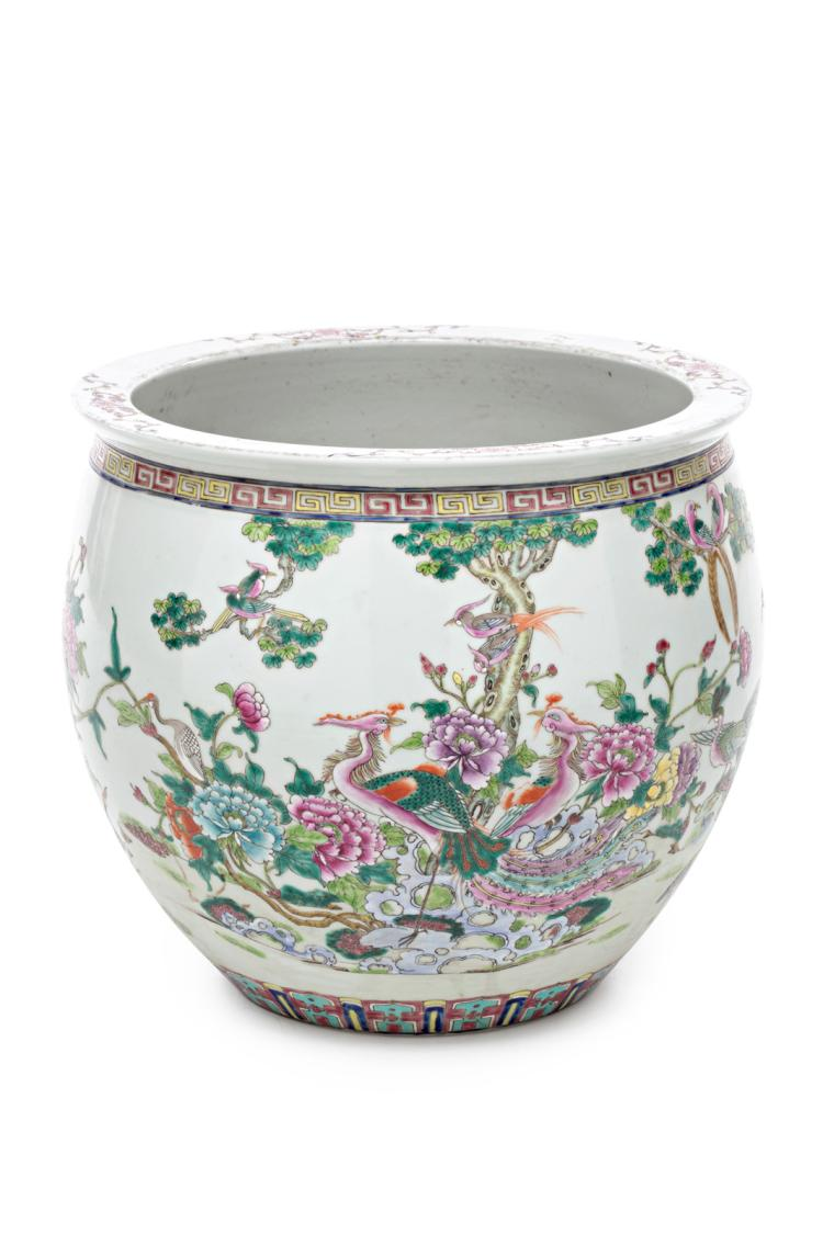 Chinese jardiniere in Family Rose style porcelain, 20th Century 38,5x42x42 cm
