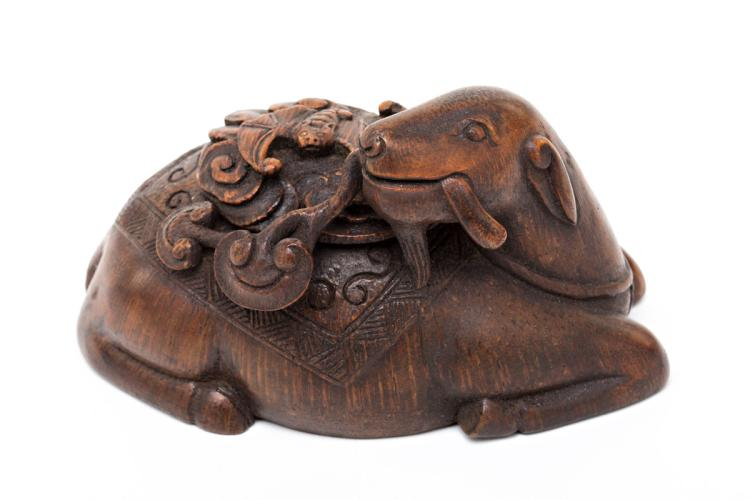 Chinese goat-shaped box in carved bamboo, 20th Century 7x11x7 cm