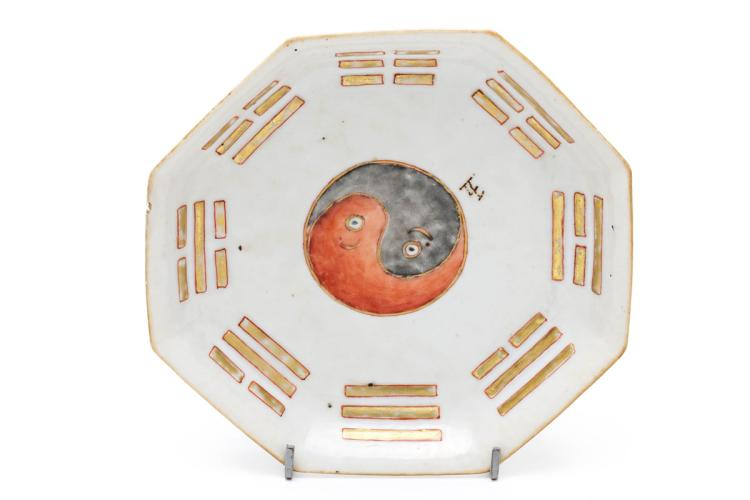 Chinese porcelain dish with Yin and Yang, first half of the 20th Century 6x23x23 cm
