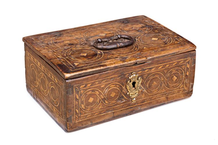 Aragonese Renaissance style box in wood with boxwood inlaid and fillets, early 19th Century Keyhole subsequently added 11,5x26x8,5 cm