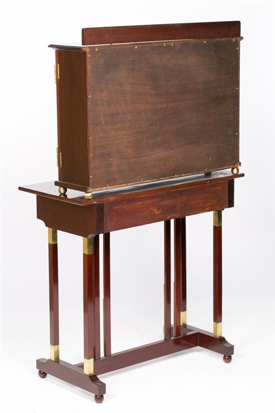 Muebleescribanía vienés Art Nouveau en caoba y monturas en latón