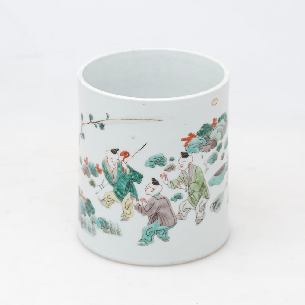 Chinese brush pot in green family porcelain, 20th Century.