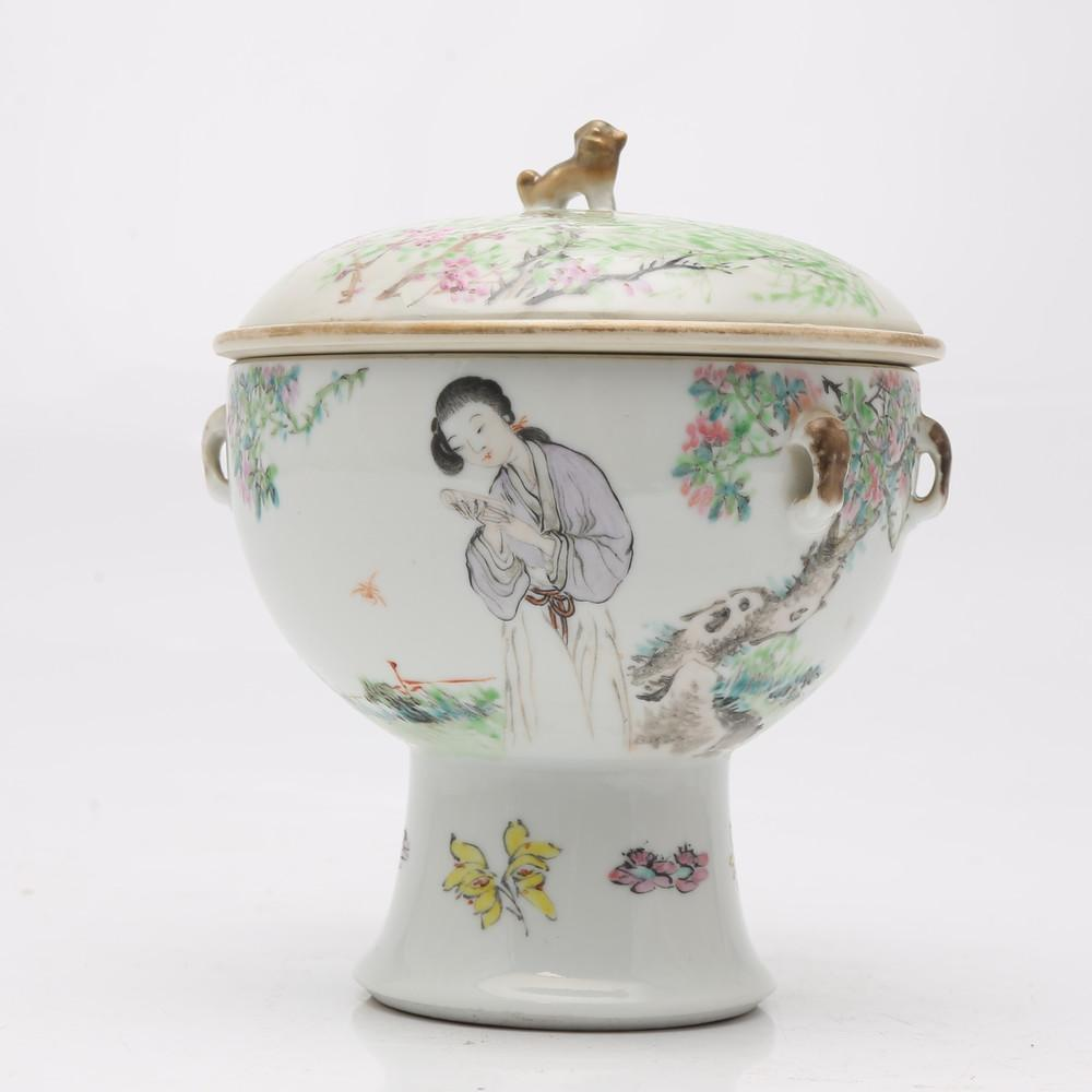 Chinese bowl with base in rose family porcelain, early 20th Century.