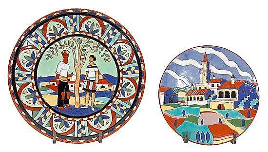 Josep Aragay Barcelona 1889 - Breda 1969 Pareja bajo un frutal y Pueblo Dos platos en loza de arista esmaltada