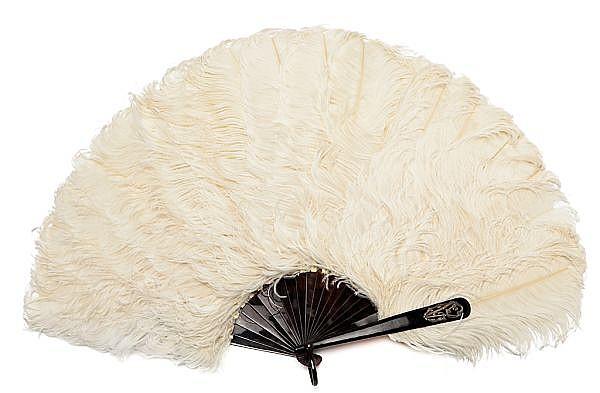 Abanico en carey y plumas de avestruz, hacia 1900