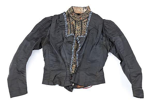Chaqueta y capa baleares en seda bordada, del siglo XIX