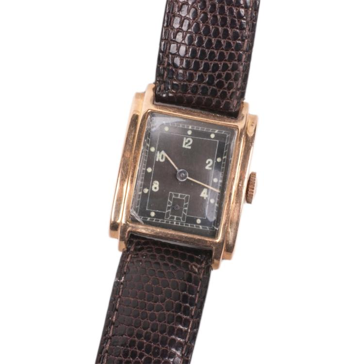 18K gold men's wristwatch on a leather strap