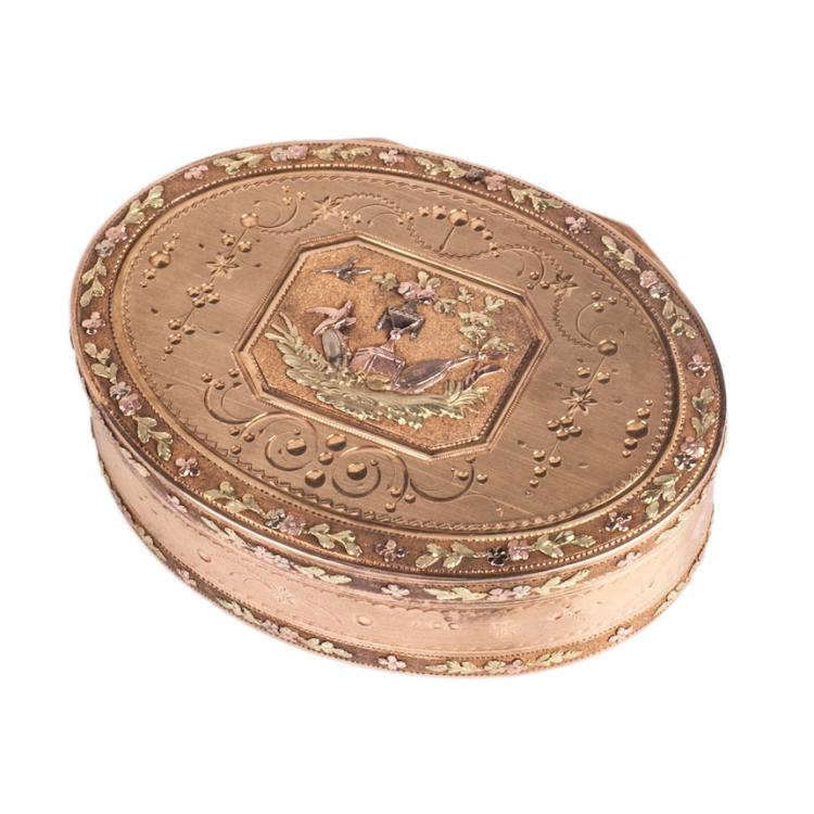 Beautiful gold box with two-tone gold floral ornament