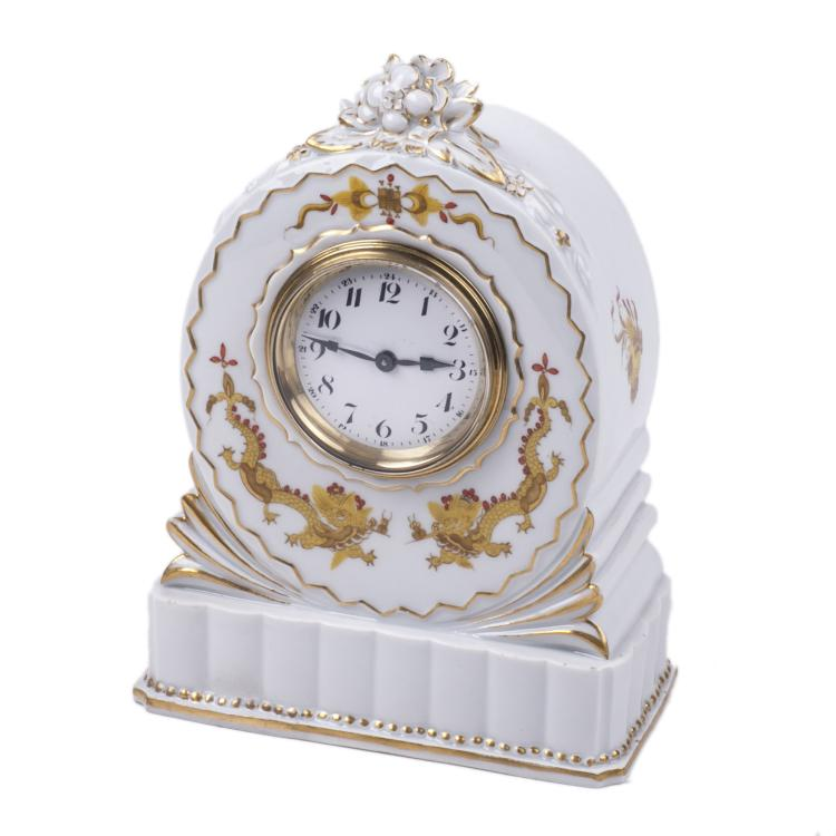 Meissen desk clock with gilt decoration of Chinese dragons
