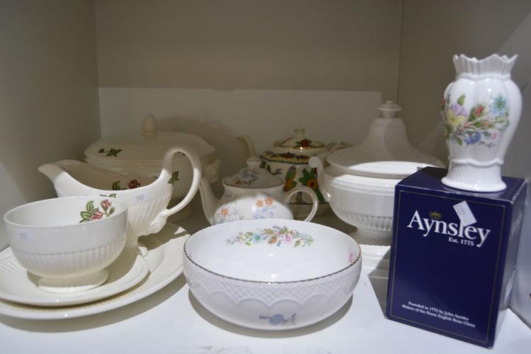 Qty of porcelain ware incl. a boxed Aynsley