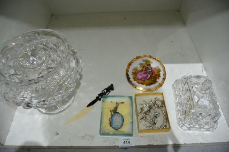 Qty of crystal ware incl. vase, lidded butter dish