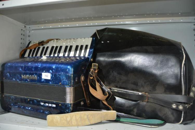 Vintage Yamaha piano accordion model no. T-32B