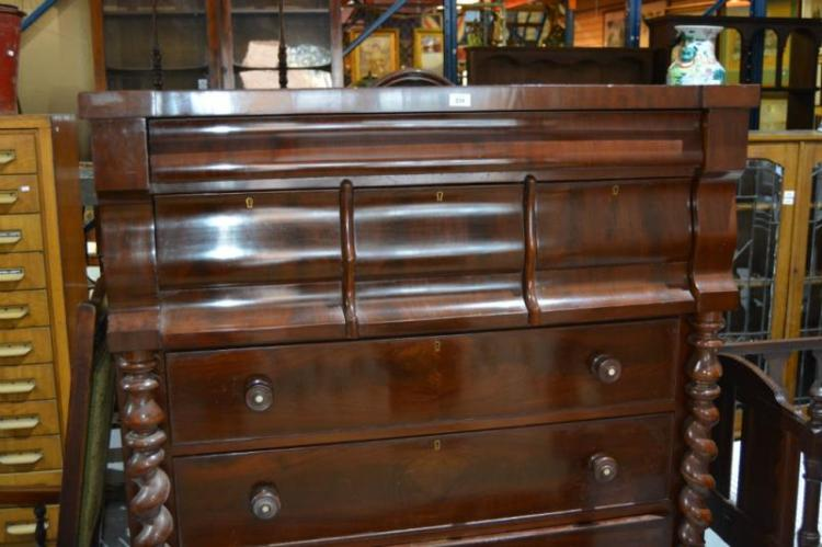 Antique mahogany gentleman's chest of drawers,