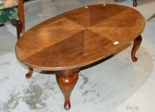 Oval coffee table, 4 cabriolet legs, 120cm L