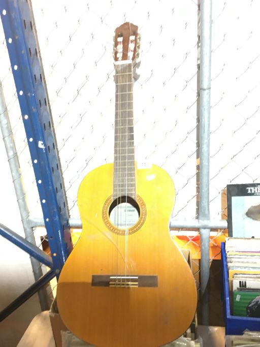 yamaha cs40 acoustic guitar strings need replacing. Black Bedroom Furniture Sets. Home Design Ideas